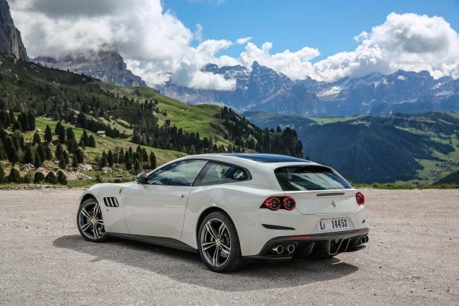 Ferrari GTC4 pieno